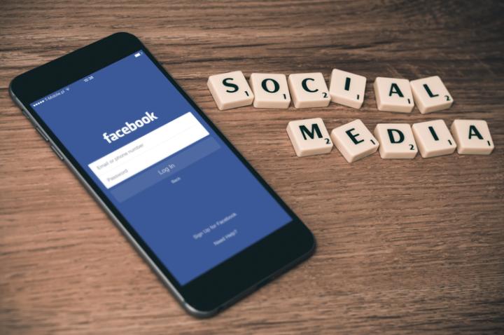 Come creare album Facebook da cellulare